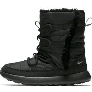 d2de26c169aa5 B57 NIKE ROSHE ONE HI PRINT boots for girls Sz 3